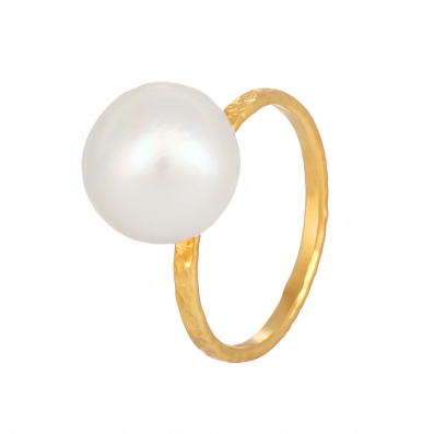 Ring with natural pearl